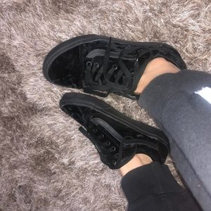 Black velvet old skool vans
